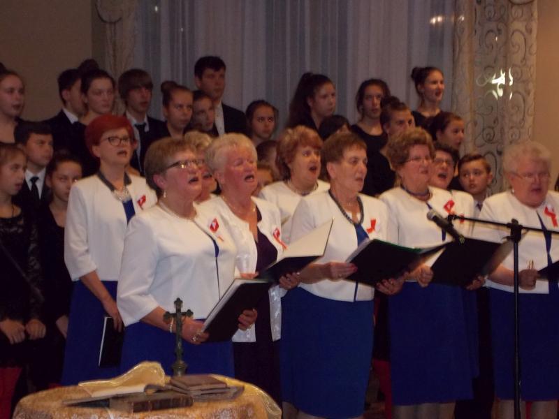 panie z chóru śpiewają