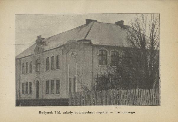 Stare zdjęcie budynku szkoły podstawowej