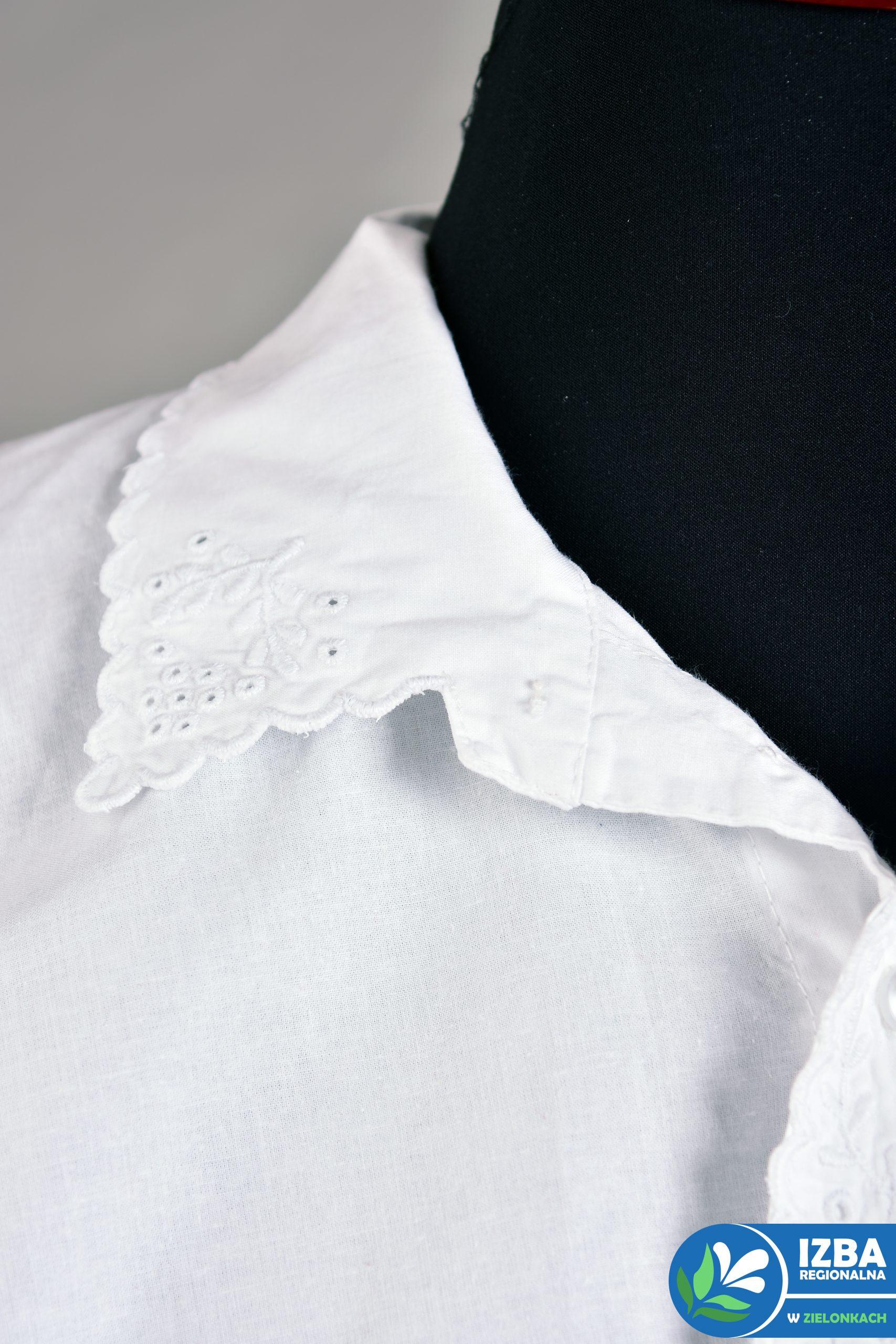 Kołniesz białej, męska koszuli